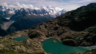 Lac Blanc, the normal colour I expect from an alpine lake: blue raspberry kool-aid :P